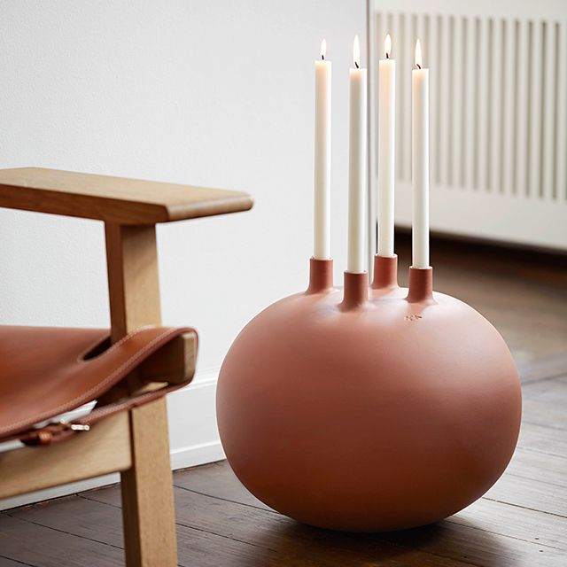 The largest designer candle holders can be placed on the hallway floor to add soul and warmth – or they can provide a beautiful decoration on a wooden table, or serve as a contemporary advent wreath.
