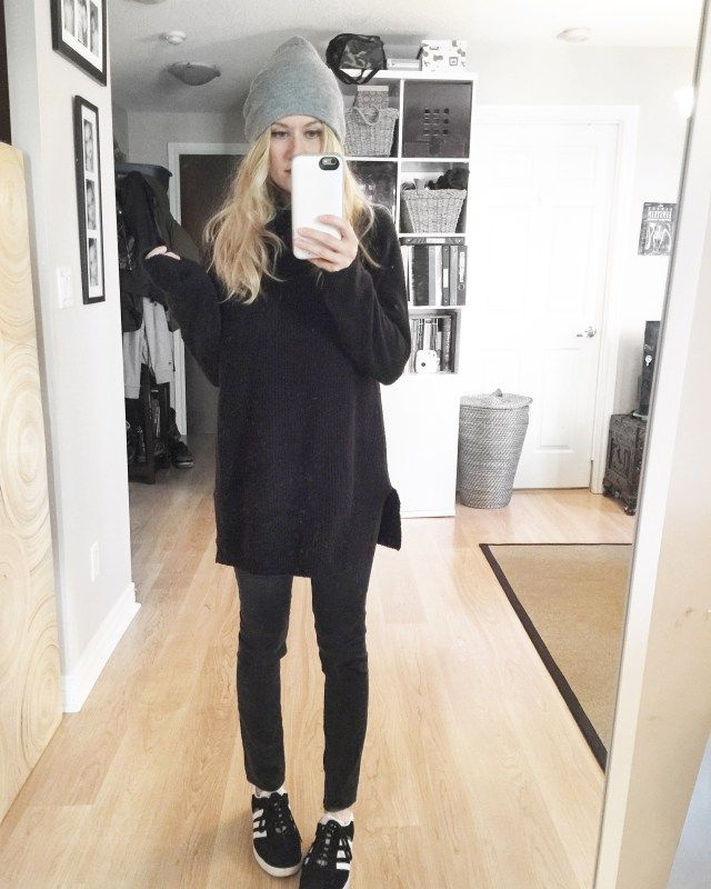 What I Wore This Week - livelovesara. Black long sweater+black pants+black sneakers+grey beanie. Fall OUtfit 2016