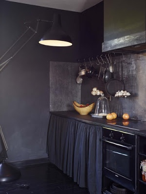 : Dark Kitchens, Keuken Kitchens Cuisine, All Black, Kitchens Black, Interiors Design, Black Kitchens, Cuisine Black, Kitchens Grey, Dark Grey