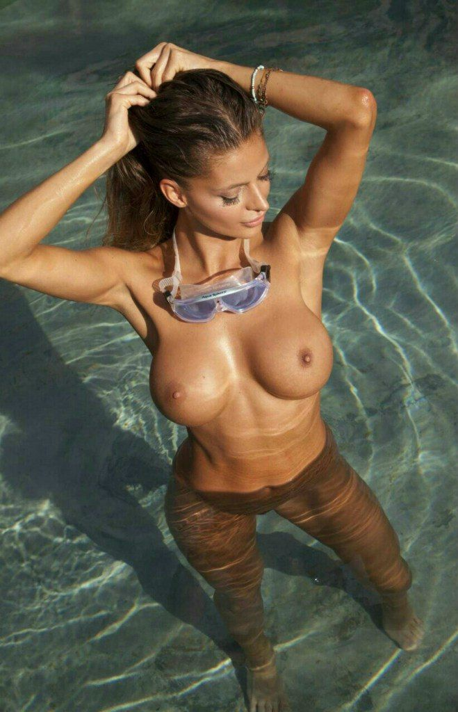 bb…, Hot Babes Naked