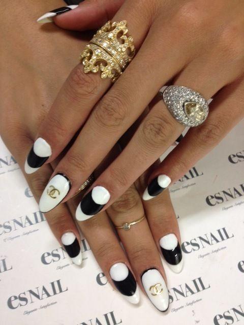 nails  #nail #unhas #unha #nails #unhasdecoradas #nailart #gorgeous #fashion #stylish #lindo #cool #cute #fofo #black #preto #branco #white #chanel #chic