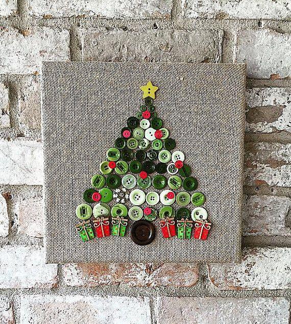 Noël est juste autour du coin y All ! Illuminez votre maison cette saison de vacances avec cette toile de jute fait sur mesure toile bouton arbre art.