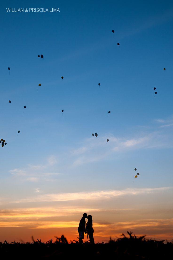 Idéia para fotos de Gestante com balões ao Ar Livre.