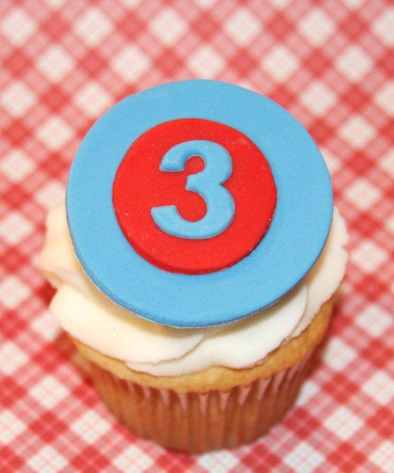 Toppers de cupcake fondant avión y edad por HarrietsHouseofCakes