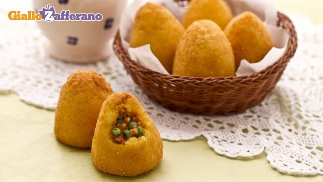 Arancini di riso from Sicily - With rice, mozzarella, peas and meat sauce