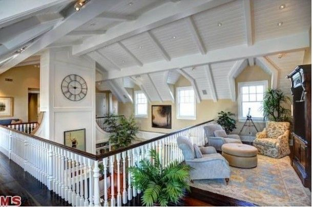 Howie Mandel's Cape Cod-Style home. not usually a fan of loft spaces but this loft is pretty amazing!