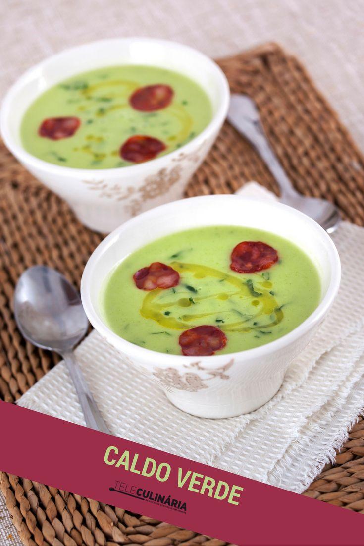 Português que é português gosta de caldo verde com chouriço! O que acha? Veja aqui como a preparar http://www.teleculinaria.pt/receitas/caldo-verde-de-coentros/ #teleculinaria #teleculinária #caldoverde #sopas #receitas #comida #food #portuguesefood #soup #recipes #delicious #meal