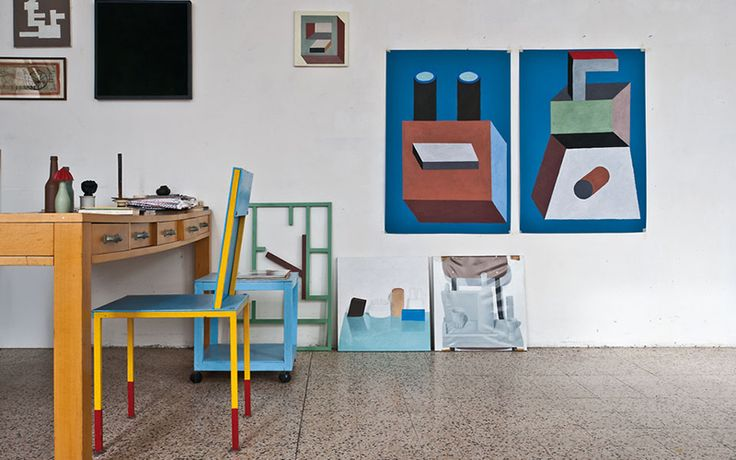 In 1980 the postmodernist designer Ettore Sottsass gathered a group of like-minded designers. It was the birth of the Memphis Group. These are the fantastic interiors of two of those designers: George Sowden and Nathalie Du Pasquier.