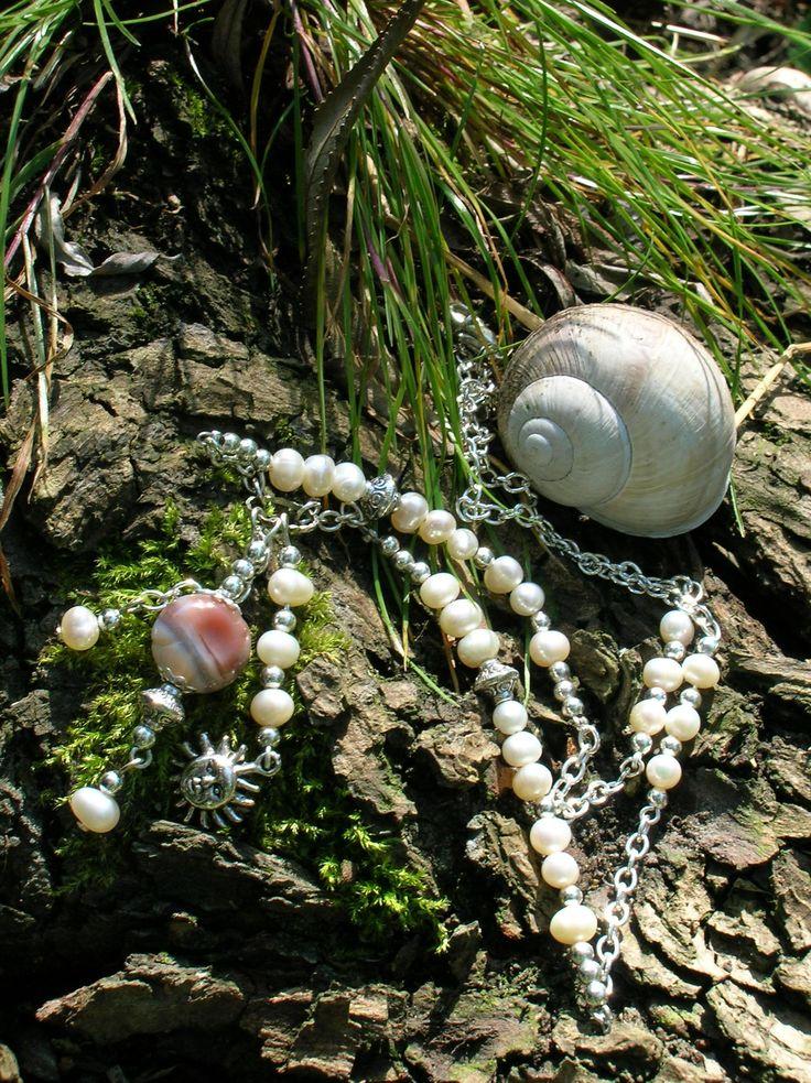 Náhrdelník - říční perly, achát, obecný kov (stříbro, starostříbro)