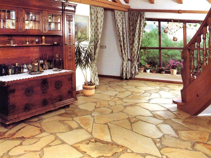Gelbe Fliesen In Naturstein Optik Im Wohnzimmer Vintage Stil Fussbodenbelag