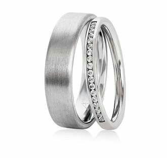 Eternity ring for anniversary in 18k white gold
