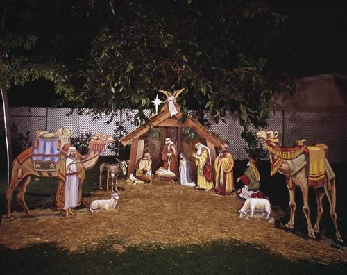 DECK THE HOLIDAY'S: HOW NATIVITY DISPLAYS BEGAN!!