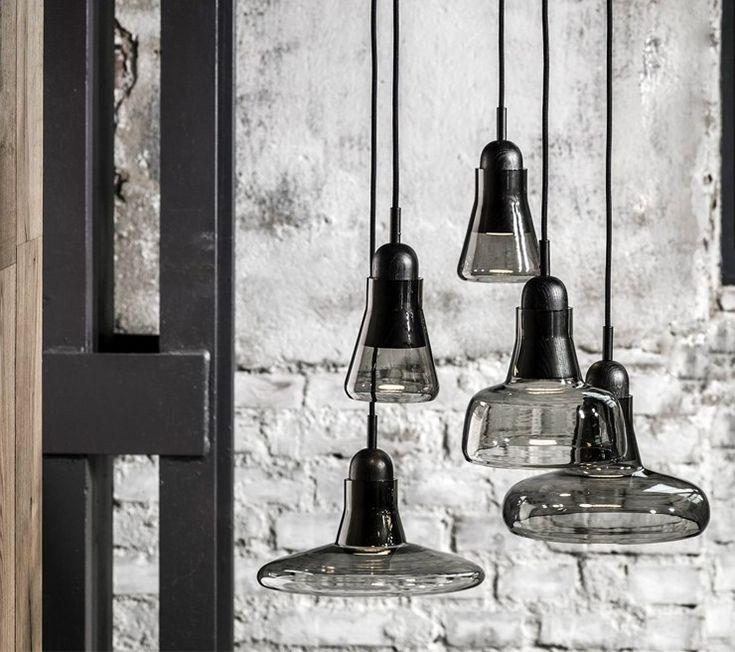 Kolekce Shadows je interpretací oceňovaných a nadčasových francouzských ateliérových lamp, jejichž dědictví svou typologií vzdává hold. Díky propojení ručně foukaného skla, řemeslně zpracovaného dřeva a klasickému tvarosloví vzniká svítidlo nestárnoucí elegance. Kolekce nabízí 4 varianty závěsných svítidel, která plní svou funkci buď samostatně, nebo v setech po více kusech. Jednotlivá svítidla charakterizuje stínidlo z foukaného skla nasazené na ručně opracovanou dřevěnou monturu.