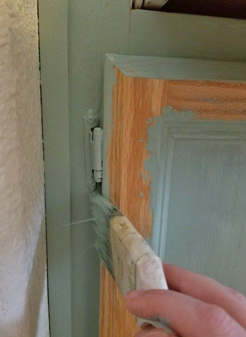 Update old cabinets for cheap with chalk paint.  Easy DIY project for a beautiful laundry room! #laundryroom #laundryroommakeover #cabinets #update #oak