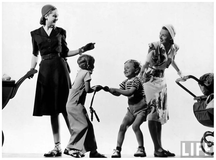 Women and children wearing unexpensive clothes 1945 for Life fashion bremen