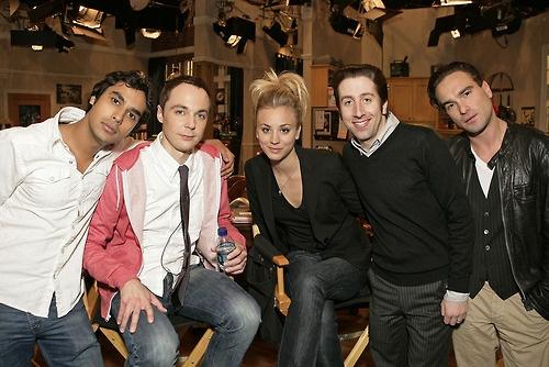 bastidores de TBBT: Favorite Tv, Famous People, Favorite Famous, Bigbang Theory, Big Bangs Theory, Theory Cast, Bigbangtheori Kaleycuoco, De Tbbt, Fav Tv