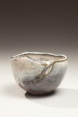 Kaneta Masanao (1953) Natural ash and Hagi-glazed chawan with kiln effects in gray-black colorations