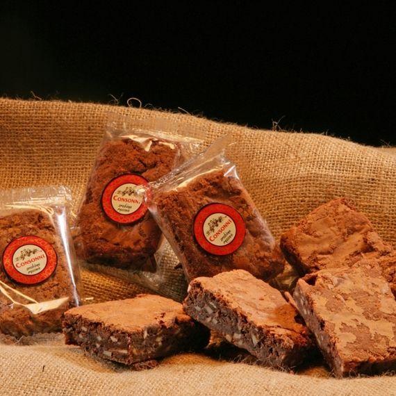 Ciastko czekoladowe z migdałami Ciasteczko czekoladowe z dużą ilością migdałów.
