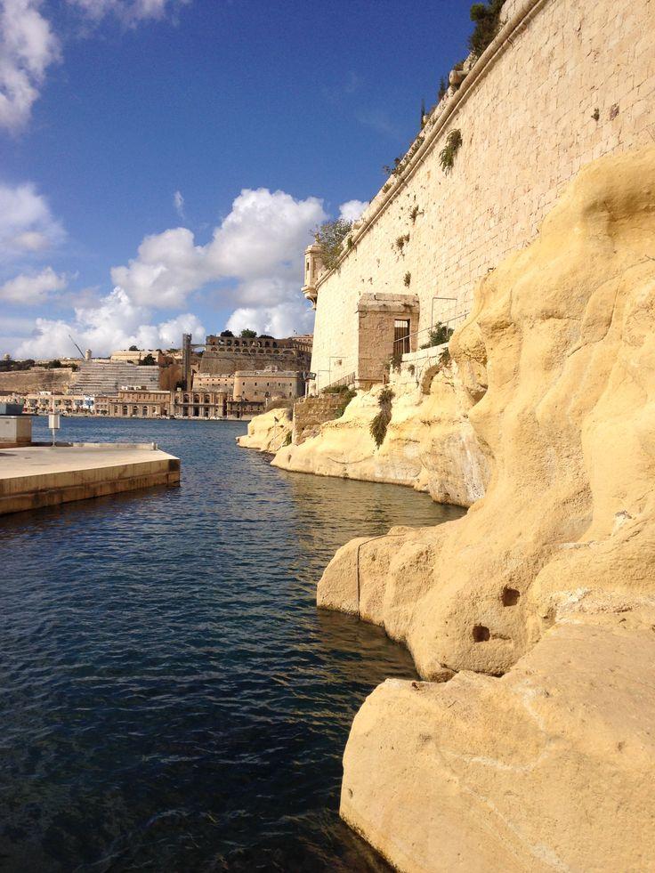 '13, Malta