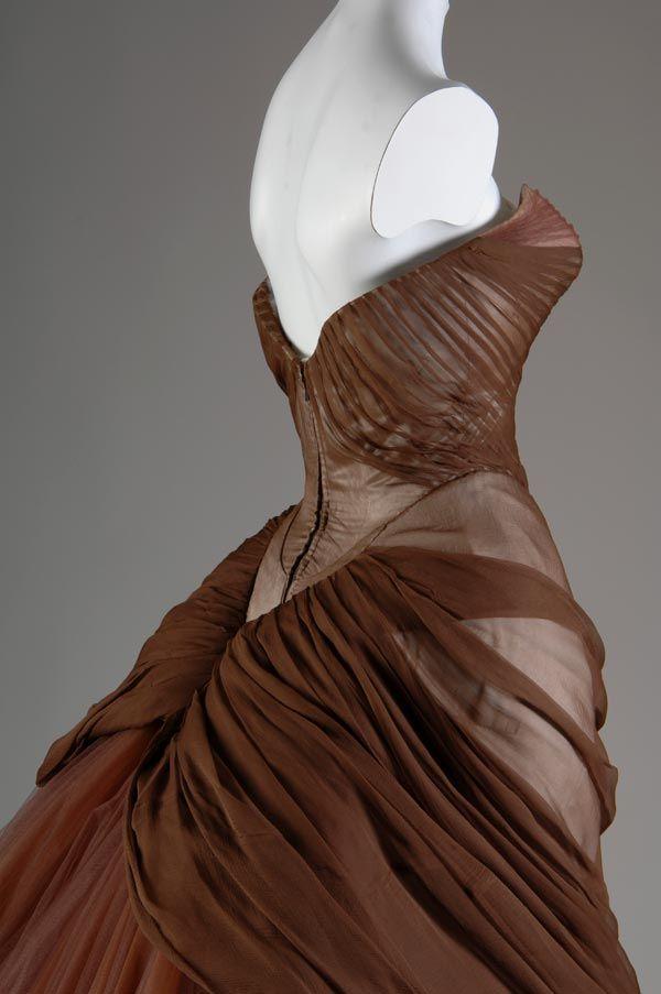 Charles James - Couturier - Robe de Soirée 'Cygne' - Soie - Tons Marron -1953