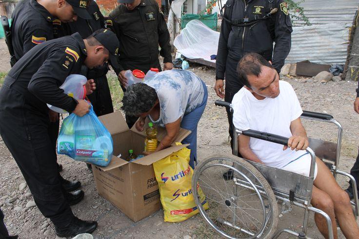 Juramos servir a nuestros compatriotas, ayudarlos en cuanto más podamos. La esencia de ser #Policía #Humildad #Cariño  #Respeto