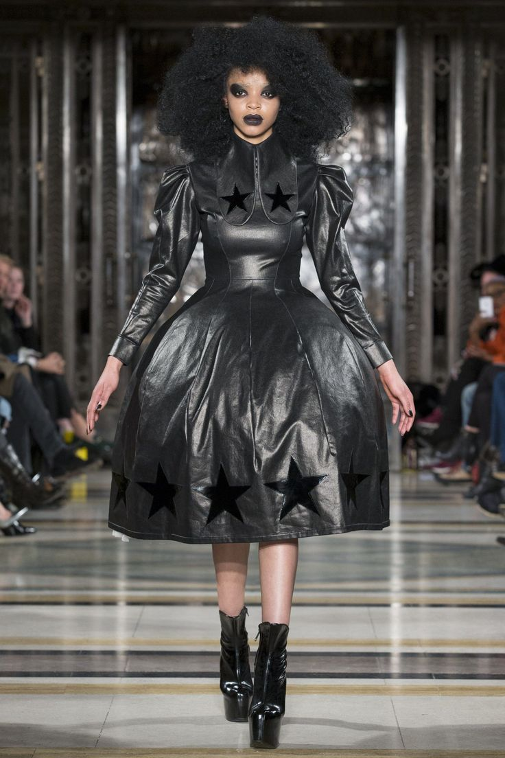 Pam Hogg Autumn/Winter 2016 Ready-To-Wear Collection black eye and dark lip