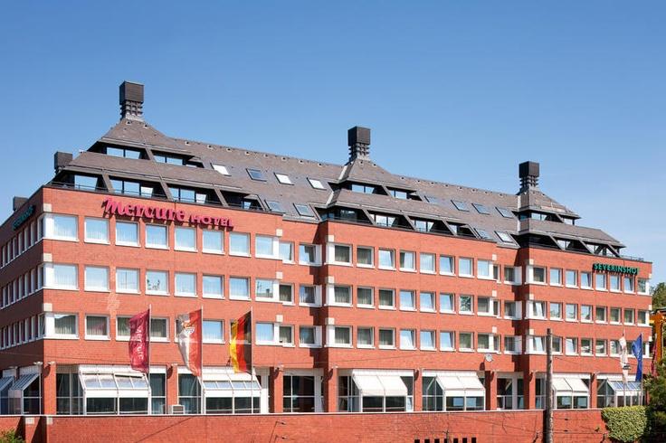 Het Hotel Mercure Severinshof is een mooi en comfortabel viersterrenhotel, nabij de winkelstraten Hohe Strasse en Schildergasse.  Het hotel ligt rustig, maar toch centraal bij vele bezienswaardigheden en is gemakkelijk te bereiken met eigen vervoer of via de internationale luchthaven Keulen Bonn. De wereldberoemde Dom, het Chocolademuseum, het Au de Cologne Parfumhuis 4711 en het Centraal Station liggen op ca. 15 minuten lopen van het hotel. Officiële categorie ****