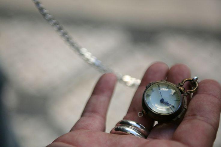 Rafael usou relógio de bolso no final da adolescência e, durante anos, não voltou a pegar neste acessório. Até que se apaixonou por este modelo e retomou o hábito.