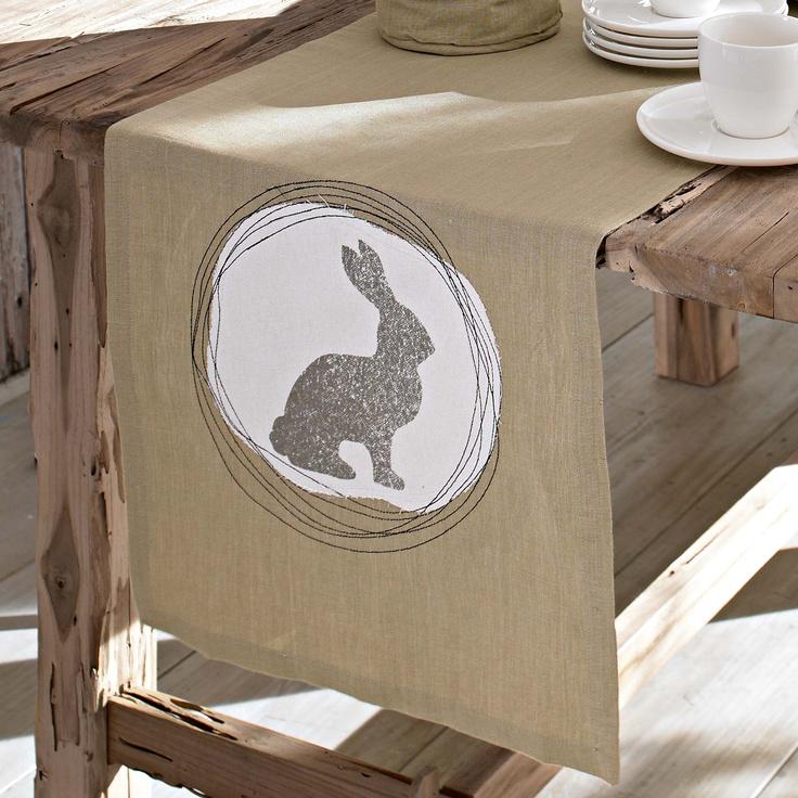 Tischläufer in Natur mit niedlicher Osterhasenapplikation. Aus 50% Leinen, 50% Baumwolle. Ca. 150 x 40 cm. Ca. 250 x 45 cm.    Bestellnummer: 5363063    ab € 19,95