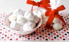 Almond Snowballs Recipe - Christmas