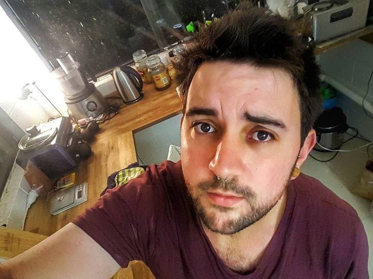 Esa tristeza de lunes .       #brisbane #australia #poodle #selfie #communism #garden #gaybrisbane #gayaustralia #septum #gayusa #scruff #barba #beard #coffee #hairy #vscocam #vsco #coffee #nature #monday #gaychile #gayeurope #dog #gayargentina #puppy #gaybeard #bringtheboystogether