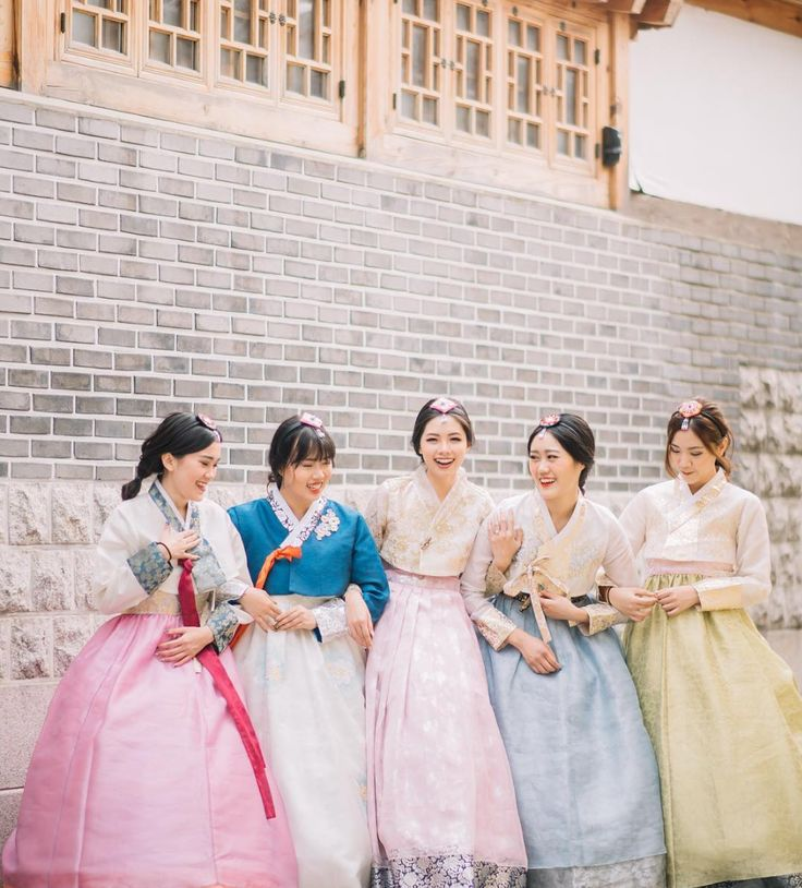 Bridal party pre-wedding photo shoot with bride and bridesmaids in traditional Korean hanboks // Fun bridal party inspiration