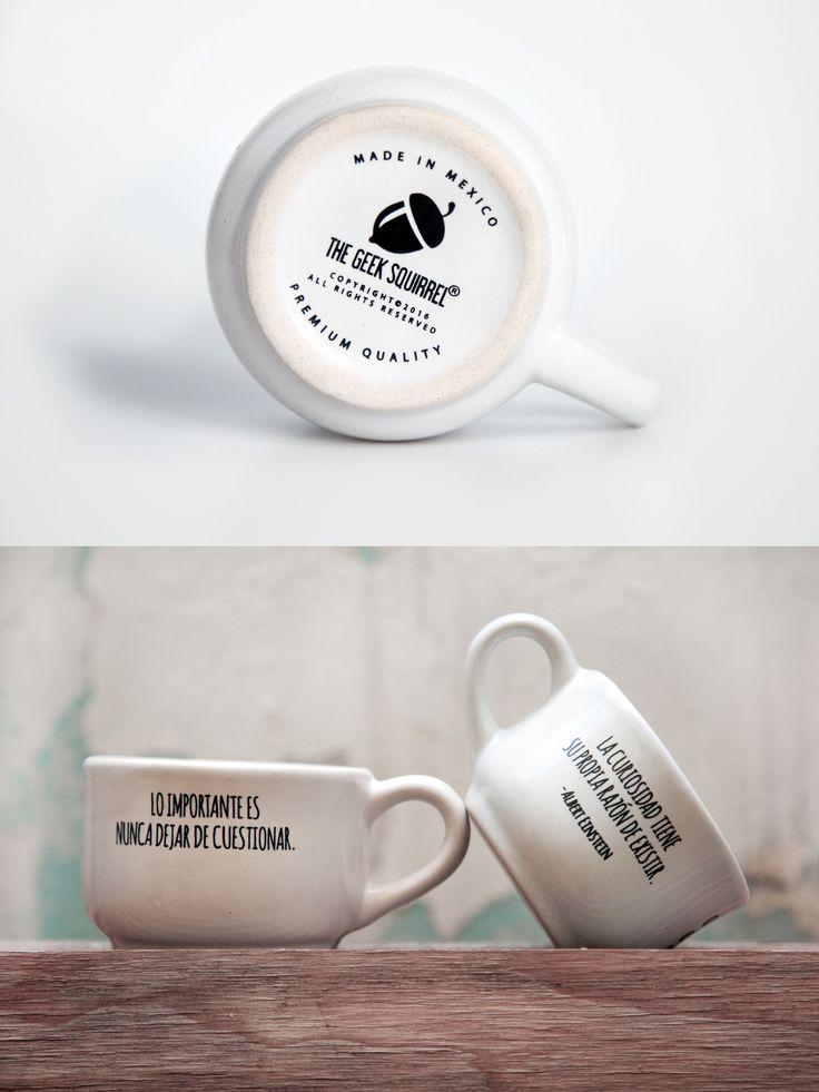"""Recordando a ese espíritu curioso que llevamos dentro, en palabras del grandísimo Einstein. Te presentamos a nuestra pequeñuela; la Taza The Geek Squirrel® """"Einstein"""" es una pieza artesanal que ha sido decorada minuciosamente y especialmente para tí. Lista está para acompañarte con un buen espresso -o una noche lluviosa de rico té-."""