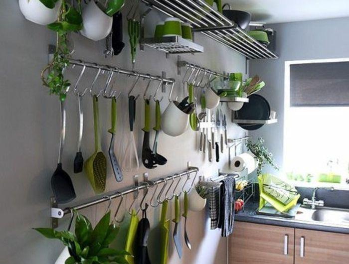 Le Rangement Mural Comment Organiser Bien La Cuisine Etagere Murale Cuisine Rangement Mural Cuisine Decoration De Cuisine