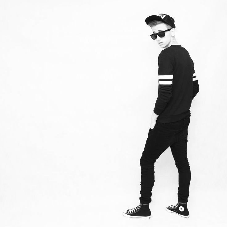 Black man streetstyle, streetwear by blvckstyleblog.blogspot.com