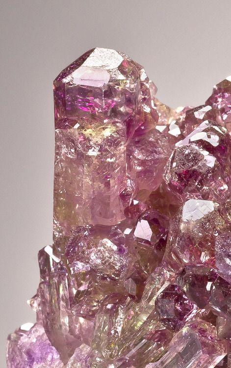 Crystals & Stones: Manganoan #Vesuvianite.