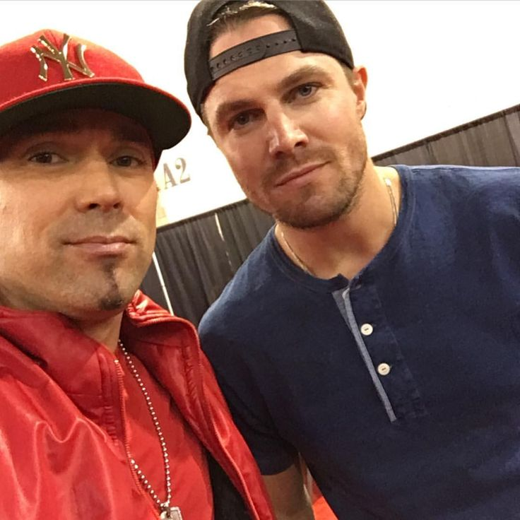 Jason David Frank and Stephen Amell... These two guys in a picture together...I'm dying
