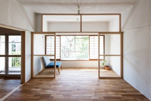 House in Roka-koen is a minimalist house located in Tokyo, Japan, designed by Camp Design inc.. The interior consists of a series of translucent sliding partitions that serve to separate the space without sacrificing natural lighting. (2)