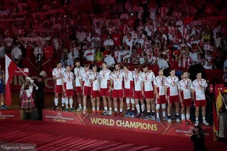 Polscy mistrzowie świata w siatkówce! Polacy, w finale ograli Brazylię 3:1 i po czterdziestu latach znów zdobyli złoto! Brawo!