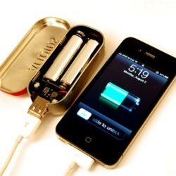 Ever needed an on-the-go phone charger? Here's an awesome idea camouflaged in an Altoid tin! (Via Maker Shed)