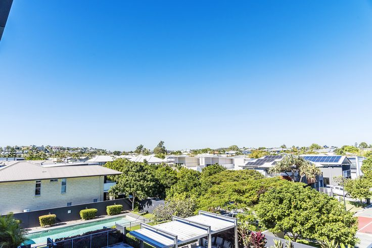BULIMBA 43/18 Riverbend Place... This luxurious 2 bedroom top floor apartment is located just seconds to Oxford St, CityCat terminals and walking distance to Bulimba's cosmopolitan mix of cafes and restaurants.