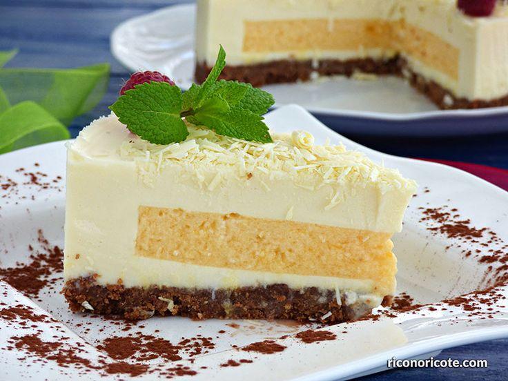 Tarta de chocolate blanco con relleno de mousse de mango. Una deliciosa tarta de suave chocolate blanco, muy fácil de hacer y sin horno.
