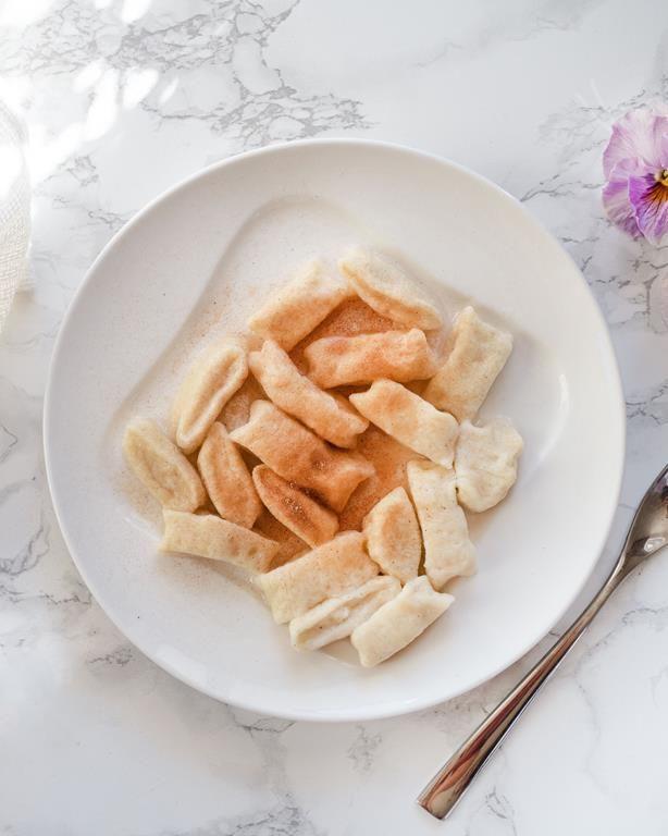 Kluski Leniwe Z Cynamonem Przepis Wszystkiego Slodkiego Recipe Food Camembert Cheese Cheese