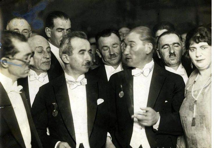 ✿ ❤ Atatürk, 1925, Diplomatik bir suare sırasında.
