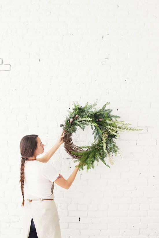 DIY asymetrical grapevine holiday wreath | designlovefest + moon canyon