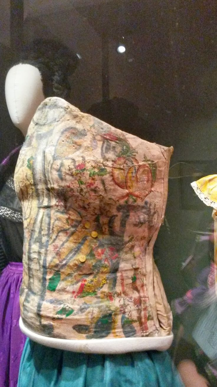 #corset #Frida #kahlo