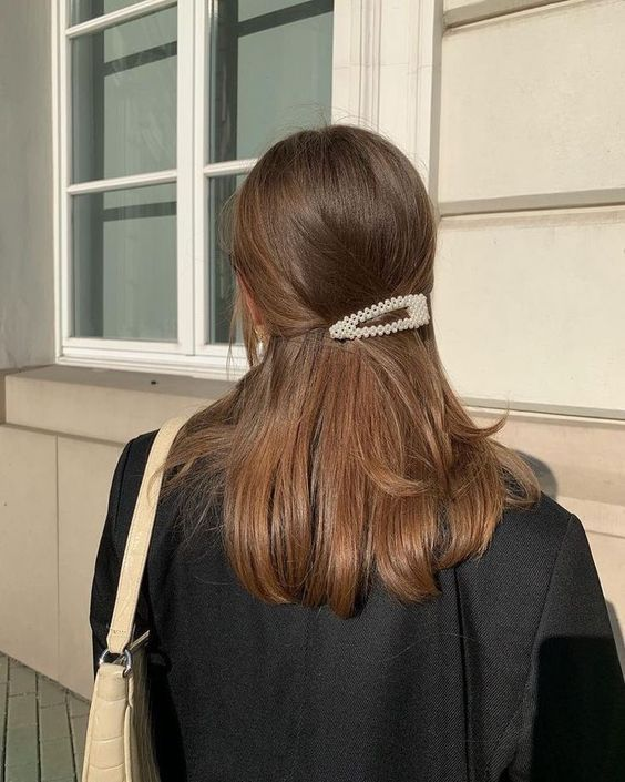 """Add laydlike glamour to every hairstyle with this affordable Amazing pearl hair clip, the ultimate """"it girl"""" hair accessory! Hair Inspo, Hair Inspiration, Fashion Inspiration, Aesthetic Hair, Beige Aesthetic, Grunge Hair, Pretty Hairstyles, Summer Hairstyles, Long Hair Hairdos"""