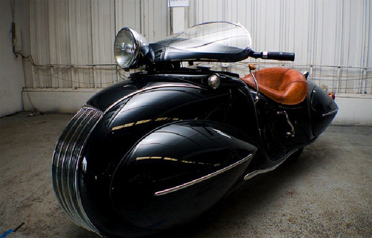 This one-off custom was built by O. Ray Courtney in 1936 and is based on a 1930 K.J Henderson. The bike is powered by inline four cylinder.