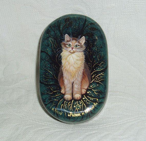 Boîte de laque petit russe Kholui miniature de «Chaton moelleux au gingembre» peint à la main