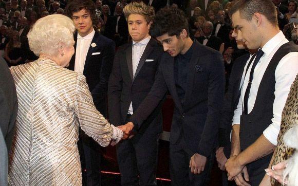 One Direction toca em evento da Rainha da Inglaterra! Veja vídeo! - Play - CAPRICHO